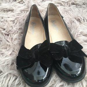 girl black shoes